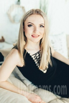 Yana from Poltava 29 years - look for a man. My small public photo.