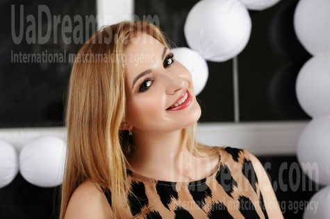 Alexandra from Zaporozhye 19 years - kind russian girl. My small public photo.