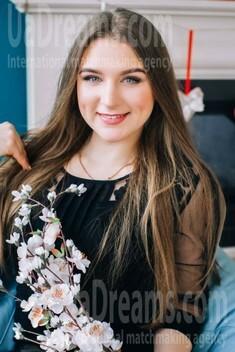 Svitlana from Lutsk 22 years - bright smile. My small public photo.
