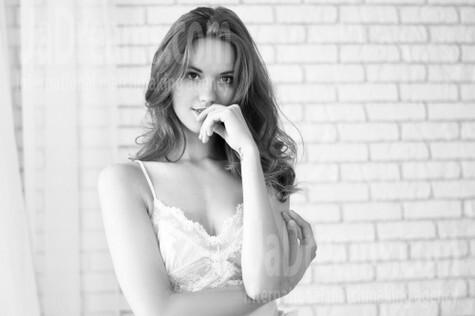 Adelina from Ivano-Frankovsk 24 years - ukrainian woman. My small public photo.