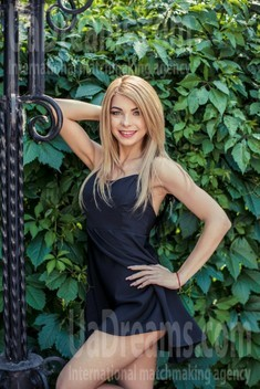 Ann from Sumy 27 years - easy charm. My small public photo.