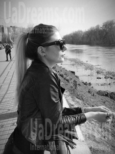 Julie from Sumy 30 years - want to be loved. My small public photo.