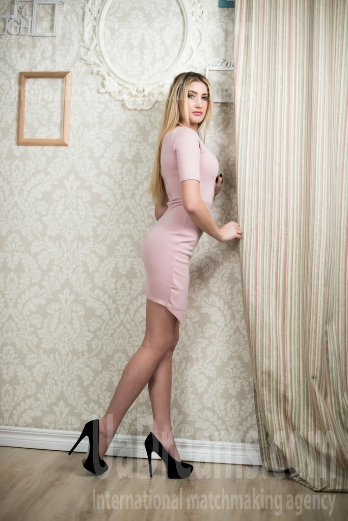 Christina from Ivanofrankovsk 23 years - amazing appearance. My small public photo.