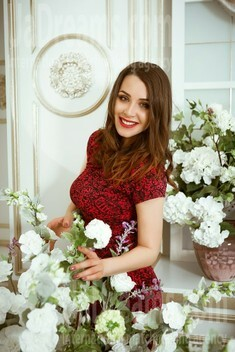 Olya from Kiev 29 years - bright smile. My small public photo.