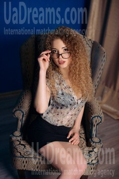 Dariya from Dnipro 23 years - clever beauty. My small public photo.