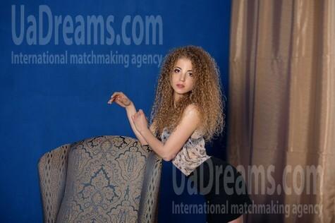 Dariya from Dnipro 23 years - desirable woman. My small public photo.