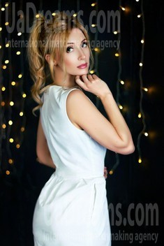 Oksana from Zaporozhye 38 years - search for love. My small public photo.