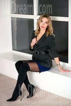 Oksana from Zaporozhye 39 years - wants to be loved. My small public photo.