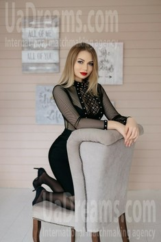 Julia from Ivanofrankovsk 25 years - searching life partner. My small public photo.