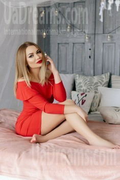 Julia from Ivanofrankovsk 25 years - Warm-hearted girl. My small public photo.