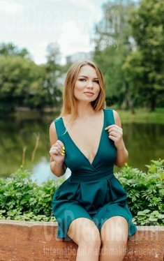 Julia from Ivanofrankovsk 25 years - attractive lady. My small public photo.