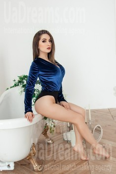Daria from Kharkov 21 years - single lady. My small public photo.