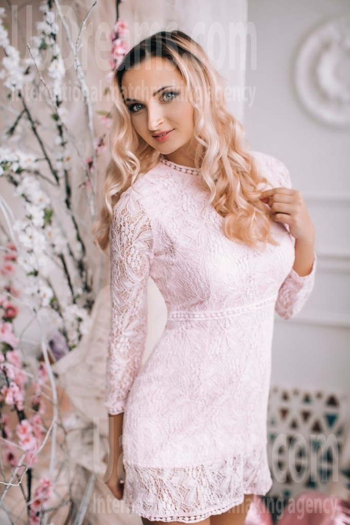 Lena from Lutsk 24 years - charm and softness. My small public photo.