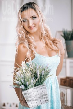 Lena from Lutsk 25 years - cat's-paw. My small public photo.