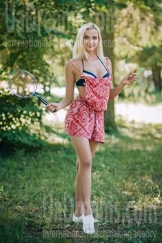 Lena from Lutsk 26 years - happy woman. My small public photo.
