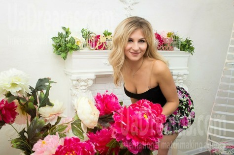 Anna from Kharkov 30 years - wants to be loved. My small public photo.