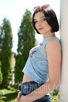 Anna from Rovno 24 years - bride for you. My small public photo.