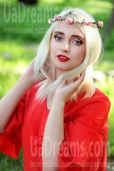Nastya from Zaporozhye 22 years - clever beauty. My small public photo.