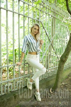 Alina from Cherkasy 25 years - single russian woman. My small public photo.