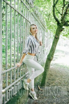 Alina from Cherkasy 25 years - girl for marriage. My small public photo.