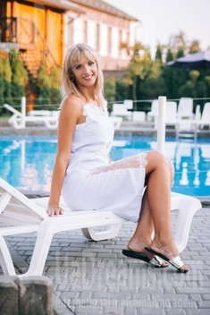 Iryna from Lutsk 37 years - easy charm. My small public photo.