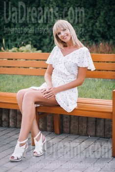 Iryna from Lutsk 37 years - good girl. My small public photo.