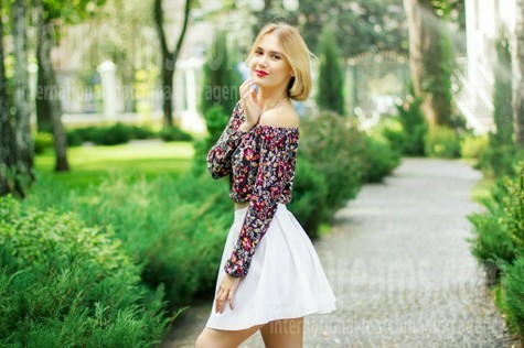 Anna from Kharkov 23 years - desirable woman. My small public photo.