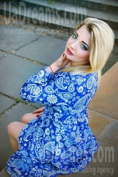Lesya from Zaporozhye 27 years - ukrainian bride. My small public photo.
