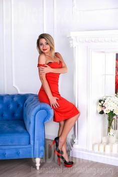 Lesya from Zaporozhye 28 years - bright smile. My small public photo.