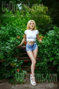 Hanna from Kiev 27 years - sunny day. My small public photo.