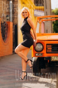 Lilia from Lutsk 31 years - easy charm. My small public photo.
