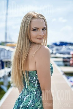 Valentina from Dnipro 24 years - future bride. My small public photo.
