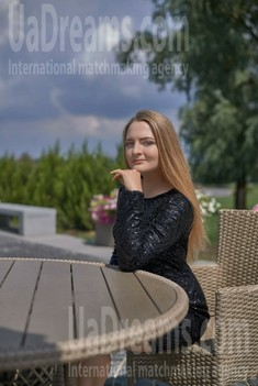 Valentina from Dnipro 24 years - search for love. My small public photo.