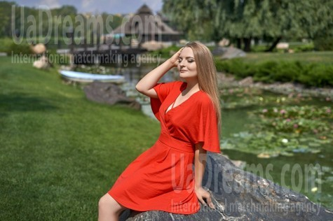 Valentina from Dnipro 24 years - single russian woman. My small public photo.