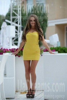 Snezhana from Odessa 27 years - wants to be loved. My small public photo.