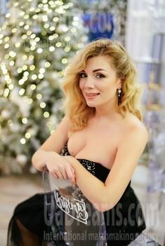 Irina 37 years - sunny smile. My small public photo.