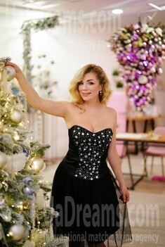 Irina 37 years - independent woman. My small public photo.