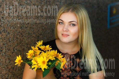 Olechka from Kremenchug 26 years - happy woman. My small public photo.