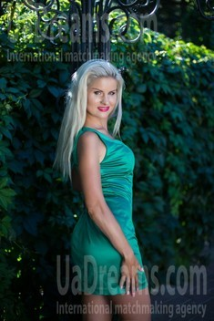 Irina from Sumy 33 years - attractive lady. My small public photo.