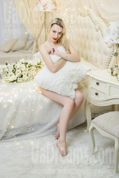 Julia from Kharkov 27 years - bride for you. My small public photo.