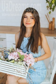 Nina from Poltava 22 years - carring woman. My small public photo.