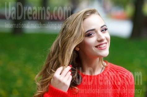 Lizzie from Kremenchug 22 years - ukrainian girl. My small public photo.