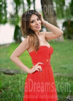 Lana from Ivano-Frankovsk 32 years - ukrainian bride. My small public photo.