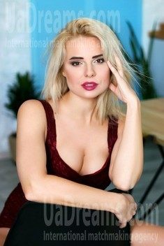 Kristina from Zaporozhye 35 years - look for a man. My small public photo.