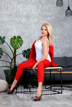 Kristina from Zaporozhye 35 years - ukrainian bride. My small public photo.