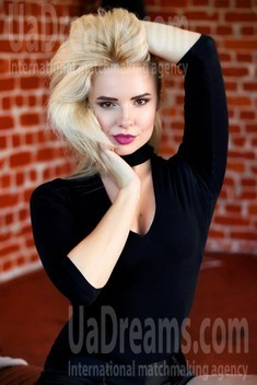 Kristina from Zaporozhye 35 years - eyes lakes. My small public photo.
