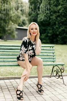 Tamara from Ivano-Frankovsk 25 years - waiting for you. My small public photo.