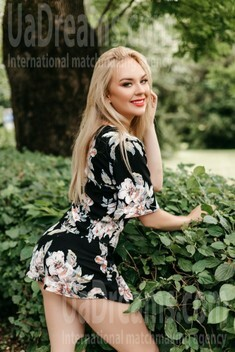 Tamara from Ivano-Frankovsk 25 years - seeking man. My small public photo.