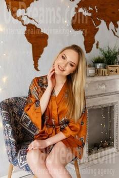 Tamara from Ivano-Frankovsk 25 years - seeking soulmate. My small public photo.