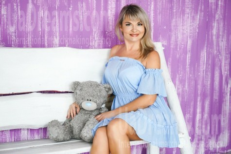 Vika 36 years - attractive lady. My small public photo.
